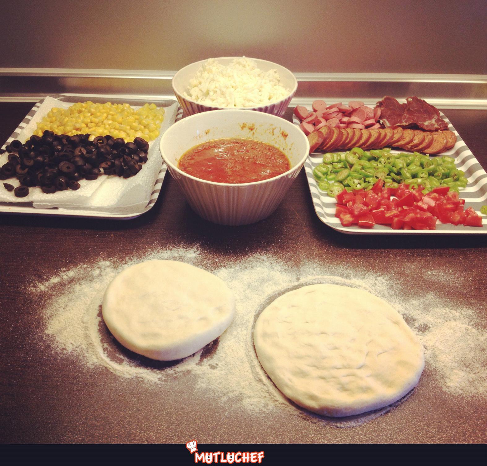 Pizza Hamuru Ve Karişik Pizza Mutluchef